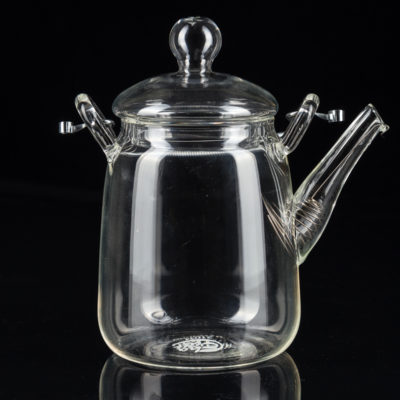 szklany dzbanek do herbaty fotografia
